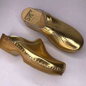 Sven Swedish Spray Punch Gold Leather Clog 10